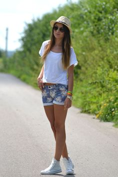 White T + Floral shorts + Converse