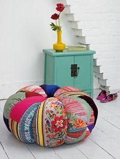 Seguramente habremos visto unas cuantas veces estos cojines de descanso  en vidrieras de tiendas de muebles y accesorios para decoració...