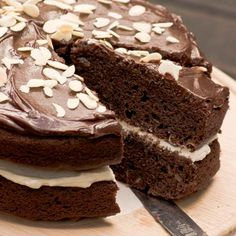 One of those impressive cakes that tastes as good as it looks. Best to bake the day before and to decorate on the day. Chocolate Treats, Chocolate Cake, Almond Chocolate, Kos, Ganache Recipe, Pear Cake, Pear Salad, Delicious Desserts, Cake Recipes