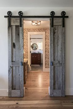 Modern farmhouse with barn door ideas - soaked in vinegar .- Modernes Bauernhaus, das Scheunentor-Ideen – in Essig eingelegtes Fass schiebt -… Modern farmhouse that pushes barn door ideas – pickled barrel – Rustic bedroom that slides barn door – - Modern Farmhouse Decor, Farmhouse Style, Farmhouse Ideas, Farmhouse Door, Industrial Farmhouse, Farmhouse Design, Rustic Modern, Modern Luxury, Bedroom Barn Door
