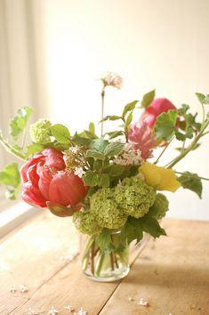 5 Steps for a Stunning Spring Flower Arrangement