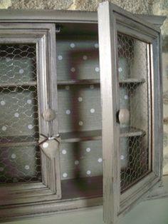 armoire grillage à poule coeur tissus tissus pois chine et brocante