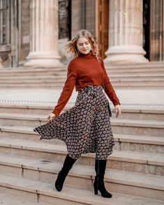 Joy | Mangue Poudrée | Reims 🥂 sur Instagram: FALL OUTFIT 🍂 Ma passion jupe longue de l'été continue cet automne. Je suis tellement fan de la jupe longue portée avec des bottes 🍂 . 👉🏻 Et… Spring Look, Spring Summer, Lifestyle Blog, Spring Fashion, Summer Outfits, Reims, Clothes For Women, My Style, Blogging