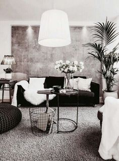 7 Must Do Interior Design Tips For Chic Small Living Rooms ➤ Discover the seas. - Home: Living Room - 7 Must Do Interior Design Tips For Chic Small Living Rooms ➤ Discover the seas. - Home: Living Room - Living Room Interior, Home Living Room, Apartment Living, Apartment Ideas, Black Sofa Living Room Decor, Black Sofa Decor, Apartment Chic, Black Leather Sofa Living Room, Brown Carpet Living Room