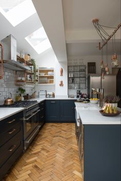 Real home: an open plan kitchen extension with industrial touches Real home: an open plan kitchen extension with industrial touches New Kitchen Cabinets, Kitchen Paint, Home Decor Kitchen, Kitchen Flooring, Kitchen Interior, Kitchen Countertops, Kitchen Ideas, Kitchen Wood, Dark Cabinets
