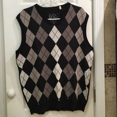 Guess sweater vest ▪️Men's sweater vest                                    ▪️100% cotton                                               ▪️Worn once!                                             ▪️Excellent condition!!                                           ▪️Feel free to make an offer Guess Sweaters