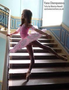 Dance Picture Poses, Dance Poses, Dance Pictures, Little Girl Dancing, Little Ballerina, Ballet Tutu, Ballet Dancers, Just Dance Kids, Female Dancers