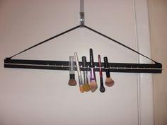 DIY Makeup Brush Drying Rack | Dollface by Jules Savannah's Beauty Agency