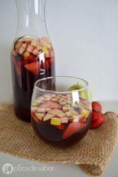 Aprende a elaborar un delicioso clericot o bebida refrescante de vino tinto. Queda deliciosa, está lista en minutos y a todos les encanta.