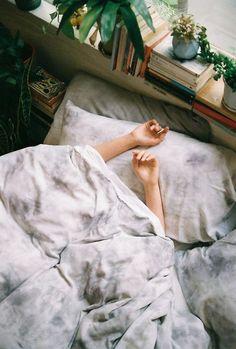 درونِ هیچ تقویمی نوشته نشده اما... فردا که از خواب بیدار شدی من دیگر نیستم و تو روزِ قشنگتری خواهی داشت. #کیوان_میرشاهی