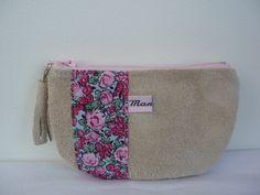Porte-monnaie en croûte de cuir et tissu à fleurs : Porte-monnaie, portefeuilles par manolita-sacs