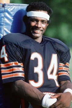 There may not have been a more versatile athlete in league history. Payton rushed for yards (second most all-time), caught 492 passes, threw for eight touchdowns and often punished defenders with his blocking. Chicago Bears Wallpaper, Bears Football, Football Cards, Football Players, Baseball Cards, Walter Payton, Sports Personality, Football Conference, Sports Figures
