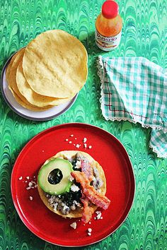 Lucky Black-Eyed Pea Tostadas – Hannah Berry Healthy Mexican Rice, Healthy Mexican Casserole, Mexican Food Recipes, Vegetarian Recipes, Ethnic Recipes, Delicious Recipes, Yummy Food, Refried Beans, Black Eyed Peas