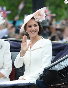 Kate Middleton wearing Mappin & Webb Empress Mini White Gold & Diamond Pendant Necklace, Mulberry Bayswater Clutch in Oatmeal, Philip Treacy Hat, Balenciaga Eugenia Silver-Tone Faux Pearl and Crystal Ear Cuffs and Alexander McQueen Open Neck Coat Kate Middleton New Hair, Style Kate Middleton, Kate Middleton Outfits, Prince William Et Kate, Kate Middleton Prince William, Elizabeth Ii, Trooping The Colour, George Et Charlotte, Princess Charlotte