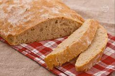 La ciabatta non impastata è un pane di facile preparazione che, come dice il suo nome, non viene impastato dopo la lievitazione.