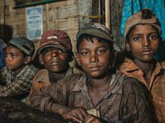 Young Bangladeshi ship-breakers claiming to be the minimum working age of who make a dangerous living from dismantling old cargo carriers and tanker. Cultures Du Monde, Black Sand, People Of The World, Cool Photos, Amazing Photos, Photo Galleries, Racing, Children, Live