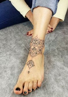 67 Infinity Gorgeous Anklet Tattoos Design Anklet Tattoos Idea For … – foot tattoos for women Ankle Foot Tattoo, Ankle Tattoo Designs, Tattoo Designs For Women, Back Of Ankle Tattoo, Henna Foot Designs, Front Ankle Tattoos, Tattoo Feet, Henna Tattoo Foot, Cute Ankle Tattoos