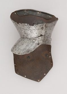Gauntlet for the Right Hand Date: ca. 1420 Culture: Italian Medium: Steel Dimensions: L. 8 in. (20.3 cm); W. 5 in. (12.7 cm); D. 5 1/4 in. (13.3 cm); Wt. 9.7 oz. (275 g)