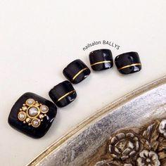 Black + gold line Nail Design, Nail Art, Nail Salon, Irvine, Newport Beach