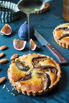 Kleine Tartes mit Feigen, Mandeln und Honig | Zeit: 1 Std. | http://eatsmarter.de/rezepte/kleine-tartes-mit-feigen-mandeln-und-honig