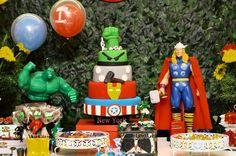 Mesa do bolo Os Vingadores - Foto: Milena Balliano Fotografia