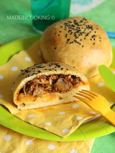 Buns au boeuf et au gruyere = Buns Beef and cheese Healthy Dinner Recipes, Cooking Recipes, Fast Recipes, Mini Burgers, Good Food, Yummy Food, Food Tasting, Comfort Food, Love Eat