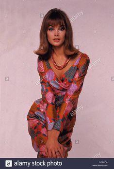 Jean Shrimpton, Fashion Line, Fashion Images, Fashion Models, 60s And 70s Fashion, Retro Fashion, Vintage Fashion, Patti Hansen, Lauren Hutton