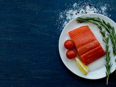 Learn how fatty acids in fish can benefit your heart health. Salmon Nutrition, Heart Health, Omega 3, Benefit, Grilling, Fish, Eat, Crickets, Backen
