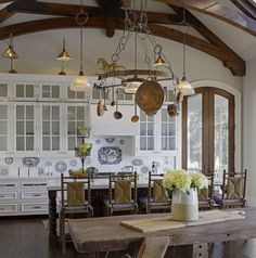 What Is A French Country Kitchen Versus An English Country Kitchen?