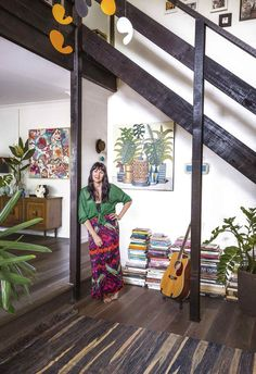 South Australian artists Rosetta and John Santucci have created the ultimate bohemian retreat in Byron Bay. Australian Homes, Australian Artists, Royal Oak Floors, Cork Tiles, New Roots, Apartment Chic, Art Deco Home, Tiny House Living, Mediterranean Style