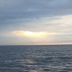 #scottland #kraken field #offshore #giving #you #all #sunset makes people happy #night #shift #exploringglobe #landscapeofnorway #nrkvestfold #nortrip #dreamchasersnorway #offshorelife #northseagigant #vessel #gladfjes av solnedgang  by siv_lea