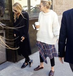 Olsens Anonymous Blog Mary Kate And Ashley Olsen Twins Style Chunky Sweaters Oversized White Sweater photo Olsens-Anonymous-Blog-Mary-Kate-And-Ashley-Olsen-Twins-Style-Chunky-Sweaters-Oversized-White-Sweater.jpg