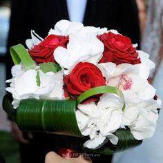 Buchet de mireasa/nasa doar la 123flori Nasa, Flowers, Plants, Plant, Royal Icing Flowers, Flower, Florals, Floral, Planets