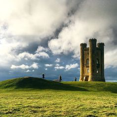 Broadway Tower just before sunset - the Cotswolds are so incredibly gorgeous!