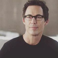 "Tom Cavanagh as Doctor Harrison Wells in ""The Flash"". Finn Jake, Supergirl 2015, Supergirl And Flash, Doctor Wells, Eobard Thawne, Flash Barry Allen, Reverse Flash, Male Doctor, Cw Series"
