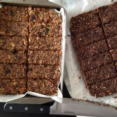 Barres énergétiques | Caroline Cloutier Nutritionniste Granola Barre, Granola Muesli, Barres Granola, Healthy Bars, Healthy Food, Salty Snacks, Biscuit Cookies, Diet Snacks, Cookie Desserts