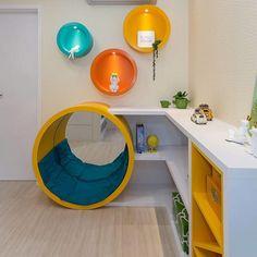 Nichos de madeira: 70 ideias e tutoriais para organizar a casa com estilo Decor, Madeira, Furniture, Baby Spa, Loft Bed, Home Decor, Trash Can, Bed, Kids Salon