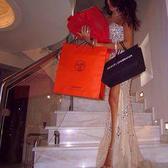 @katiaa29 #happybday #dolcegabbana #hermes #shopping #gifts #fashion #fashionblog #fashionblogger #jetsetbabe #jetset #luxury #luxurylife #goodlife #gown #jovani #dress #glitter #stylish