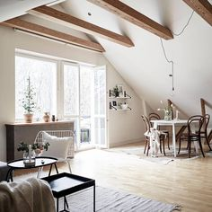 Idée Décoration Maison En Photos 2018 – Dreamy attic studio to kick-start the week Attic Rooms, Attic Spaces, Attic Bathroom, Bathroom Shelves, Best Interior, Home Interior, Escape Space, Design Floral, Attic Design