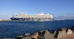 Puerto de Las Palmas. Gran Canaria     : Mein Schiff 4 Visto desde las escolleras en Puerto...