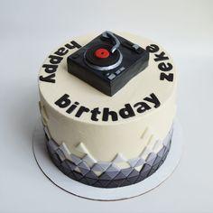 turntable/dj birthday cake