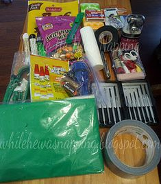 Emergency car kit - love this! Could put this neat emergency kit in a ThirtyOne… Disaster Preparedness, Survival Prepping, Survival Skills, Survival Stuff, Decoration Inspiration, Design Inspiration, Emergency Supplies, Emergency Kits, 72 Hour Kits