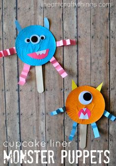 Here is a fun Cupcake Liner Monster Stick Puppet craft for kids. Great for a Halloween craft or to combine with a children& monster book. Here is a fun Cupcake Liner Monster Stick Puppet cr Dulceros Halloween, Easy Halloween Crafts, Halloween Activities, Fall Crafts, Vintage Halloween, Halloween Decorations, Halloween Costumes, Toddler Crafts, Kids Crafts
