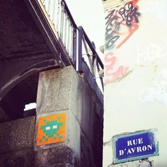 #spaceinvader #streetart #paris #street  (Pris avec Instagram à paris 20ème)