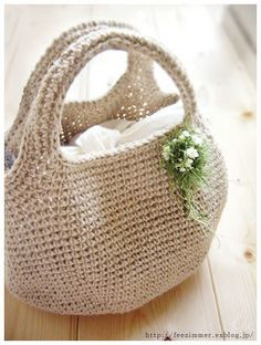Diy Crafts - Saved for the shaping on the bottom of the bag. Wish my crochet skills were sharper. Crochet Bib, Love Crochet, Crochet Gifts, Crochet Doilies, Crochet Handbags, Crochet Purses, Japanese Crochet Bag, Crochet Market Bag, Jute Bags