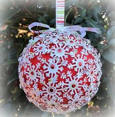 Paint a polystyrene ball, punch snowflakes ( or use snowflake sequins) and a adhere with glue dots and tie a ribbon around! Sequin Ornaments, Handmade Christmas Decorations, Christmas Ornaments To Make, Xmas Decorations, Christmas Projects, Holiday Crafts, Christmas Holidays, Diy Ornaments, Ball Ornaments