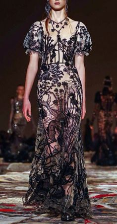 Fuck Yeah Fashion Couture | Alexander McQueen Spring-Summer 2017 Paris Fashion...