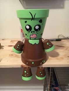 Misfit Zombie Flower pot by MisfitGardens on Etsy - Alles über den Garten Clay Pot Projects, Clay Pot Crafts, Diy Clay, Flower Pot People, Clay Pot People, Flower Pot Art, Flower Pot Crafts, Halloween Clay, Halloween Crafts