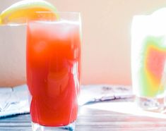 Sweet, tart, and kicks a punch. This cocktail is everything that you want in a Valentine's Day date Lemonade Cocktail, Raspberry Lemonade, Cocktail Drinks, Chef Recipes, Easy Recipes, Easy Meals, Classic Cocktails, Fun Cocktails, Peach Margarita Recipes