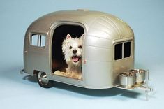 Pet Camper by Straight Line Designs Why should humans have all the fun? This canine camper from Canada's Straight Line Designs allows your pooch to appreciate all things Airstream, as well. (Well, all things except actual road-worthiness, but still. West Highland White Terrier, Pet Trailer, Trailer Hitch, Straight Line Designs, Dog Milk, Dog Houses, House Dog, Tiny House, Tree Houses